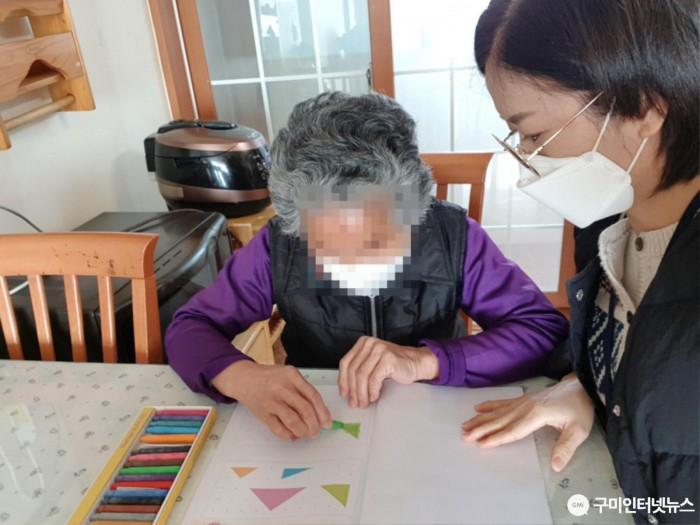[노인장애인과]구미시, 어르신 환경에 맞춘 노인맞춤돌봄응급안전안심서비스 강화2.jpg